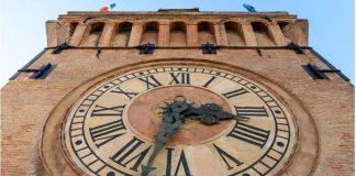 Bologna-torre-orologio-aperta