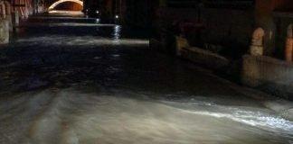 Bologna canale reno illuminato
