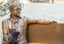 Bologna Lucio Dalla statua