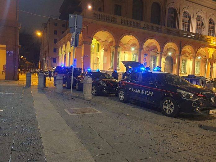 Carabinieri controlli piazze centro Bologna