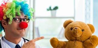 Bologna clown corsia vaccinazioni