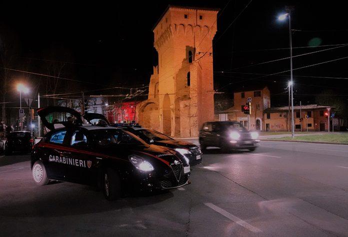 Bologna pattuglia carabinieri