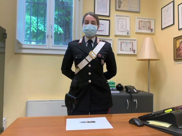 Carabinieri coltello sequestrato