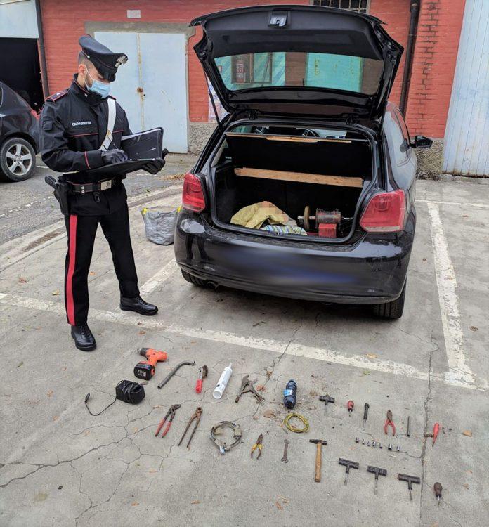 Carabinieri Medicina arnesi da scasso