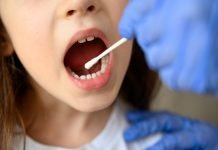Test salivare bambina